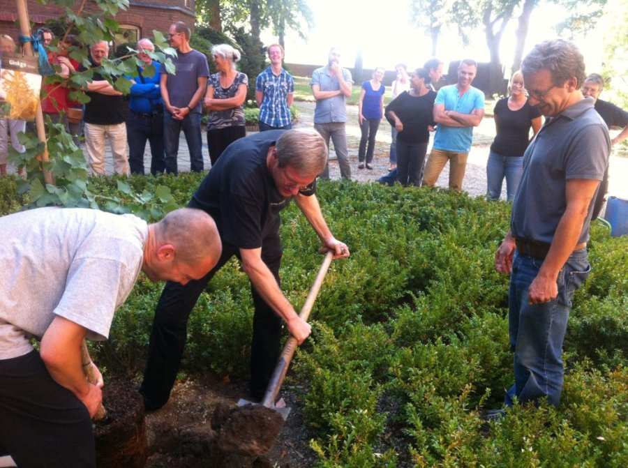 Planting Ginkgo Tree (Kanreki Present)